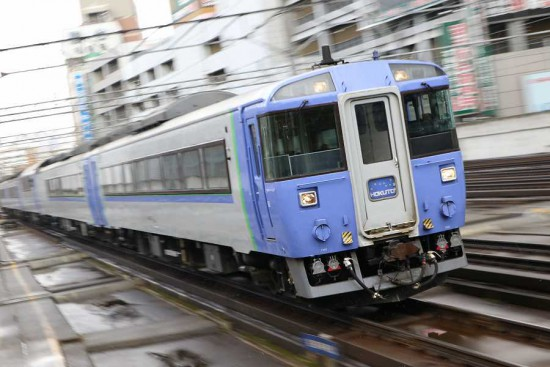ズーム流し 流し撮り 北斗-札幌駅