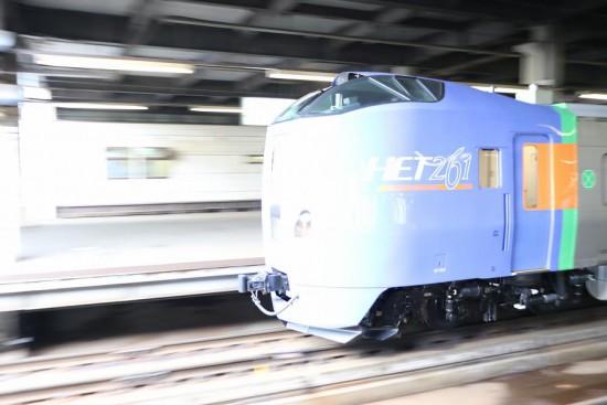流し撮り 札幌駅-試運転 キハ261 1000番代