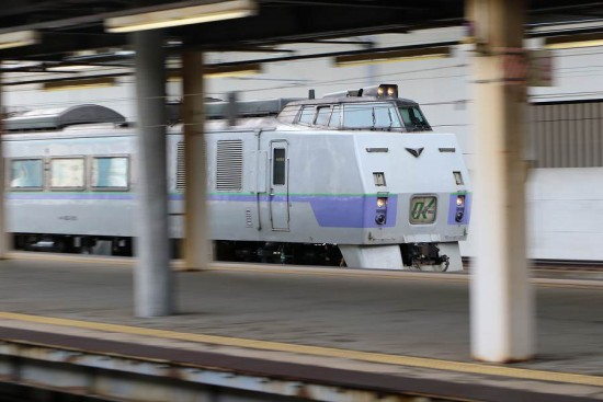 流し撮り 札幌駅-オホーツク 2号