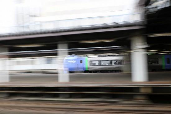 スローシャッター 流し撮り 0.3秒-札幌駅
