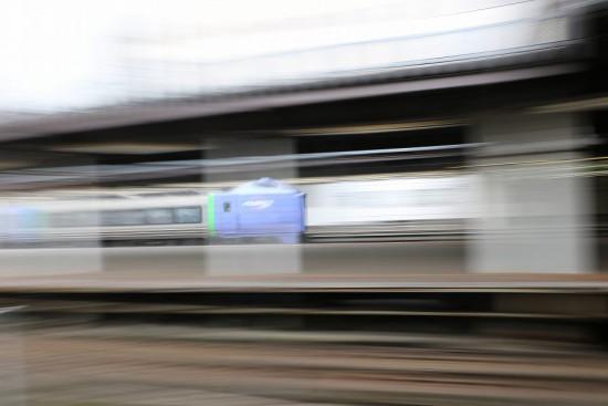 スローシャッター 流し撮り 0.5秒-札幌駅