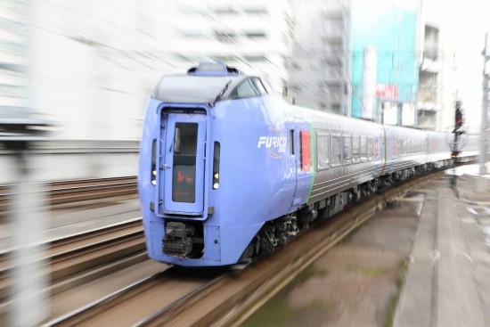 ズーム流し 流し撮り-札幌駅 スローシャッター