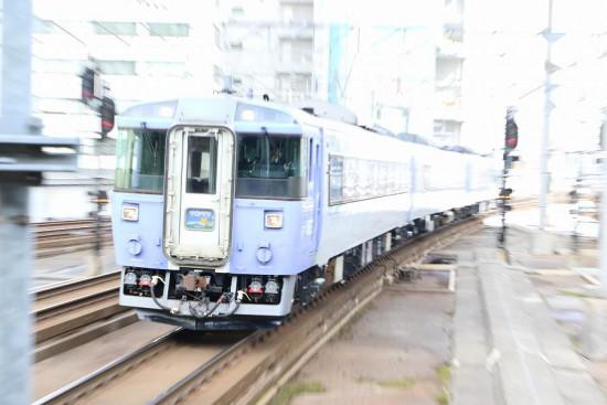 ズーム流し 流し撮り-サロベツ 札幌駅