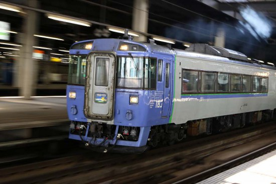流し撮り 札幌駅 暗い場所 マニュアル設定