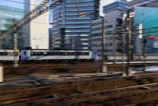 流し撮り スローシャッター-札幌駅 1/8秒