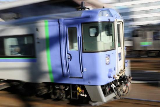 流し撮り 至近距離-札幌駅 北斗4号