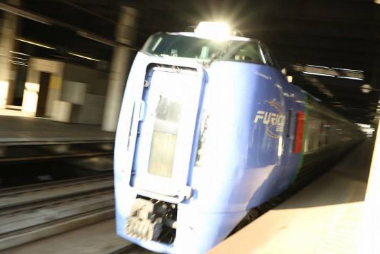 スーパーおおぞら ライト 流し撮り ズーム流し-札幌駅