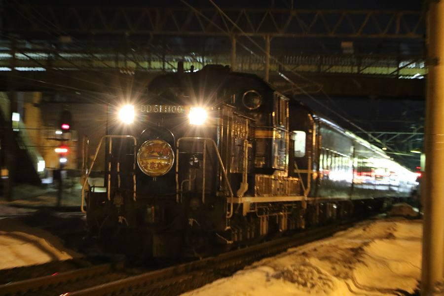 機関車DD51 1100の10両編成で札幌駅へ-2016年3月11日