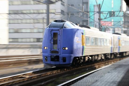 ズーム流し 流し撮り 列車 札幌駅