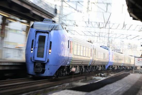 ズーム流し 流し撮り 列車 臨時北斗84号-札幌駅