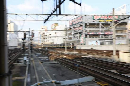 流し撮り スローシャッター 1/6秒 学園都市線 札幌駅 列車