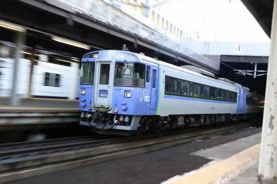 北斗 12号 8両 ズーム流し 流し撮り 札幌駅