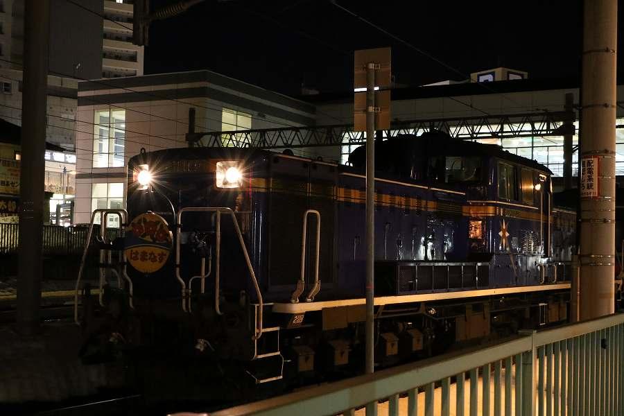 マヤ検が入った札幌駅への急行はまなす-2016年3月12日の夜間撮影
