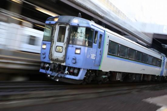 キハ183 1551 ガラス ヒビ-オホーツク ズーム流し 流し撮り 札幌駅