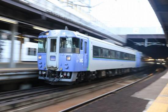 ズーム流し 流し撮り 北斗-札幌駅 キハ183-9561