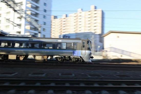 流し撮り 手稲駅 後尾車両 785系 スーパーカムイ