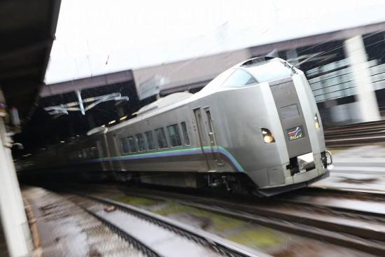 ズーム流し 流し撮り 電車 札幌駅 スーパーカムイ 789系