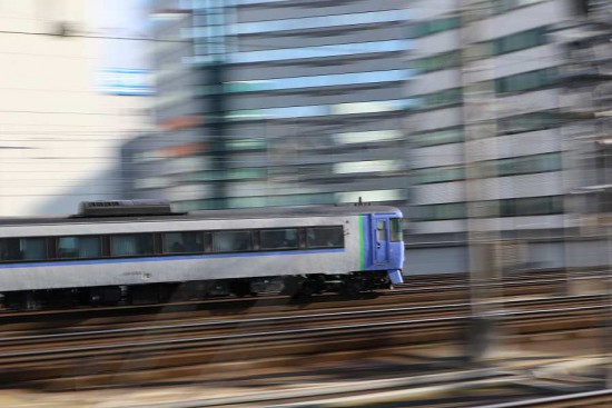 流し撮り 札幌駅 汽車 キハ183系