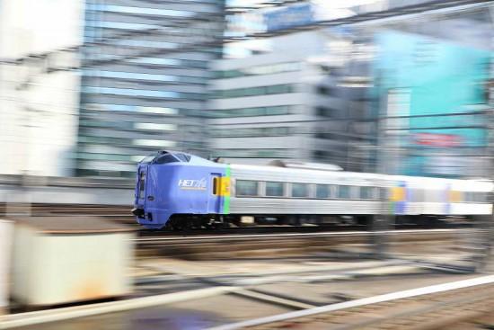 流し撮り 汽車 札幌駅-スーパー宗谷 261系100番代