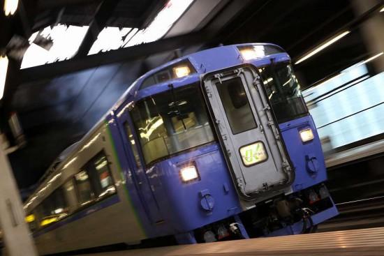 ズーム流し 流し撮り ローアングル 札幌駅 キハ183系