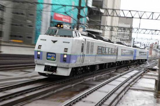 ズーム流し 流し撮り 列車 鉄道 札幌駅 キハ183系 スラントノーズ サロベツ