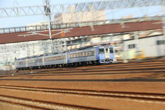 ズーム流し 流し撮り 列車 鉄道 苗穂 オホーツク キハ183系