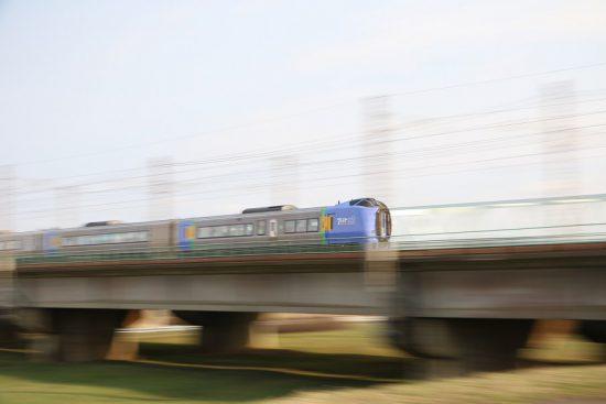 ズーム流し 流し撮り 列車 鉄道 豊平川鉄橋 スーパー宗谷
