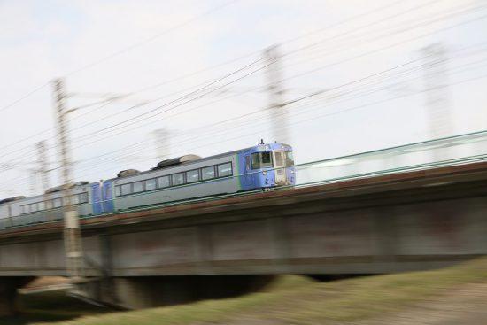 ズーム流し 流し撮り 列車 鉄道 豊平川鉄橋 北斗6号