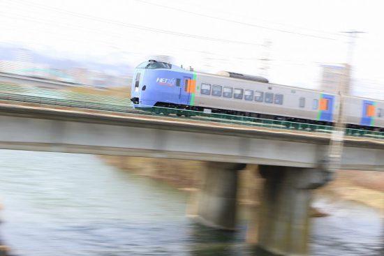 ズーム流し 流し撮り 列車 鉄道 豊平川鉄橋