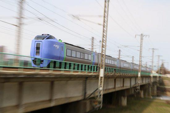 ズーム流し 流し撮り 列車 鉄道 豊平川鉄橋 スーパー北斗