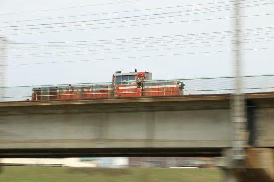 ズーム流し 流し撮り 列車 鉄道 豊平川鉄橋 DE15