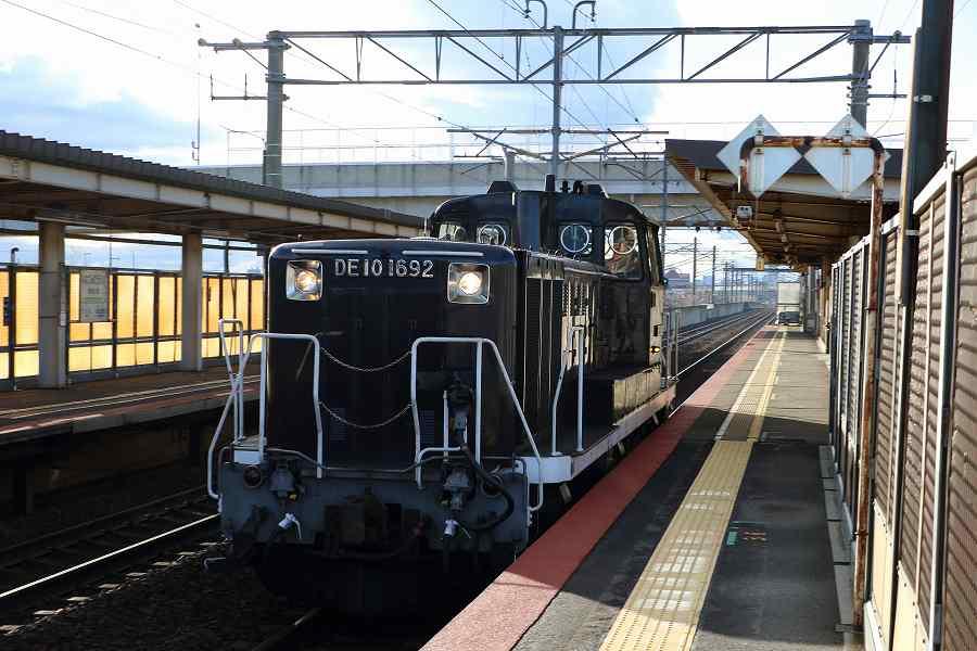 黒色のDE10 1692が苗穂方から札幌運転所方へ通過した日