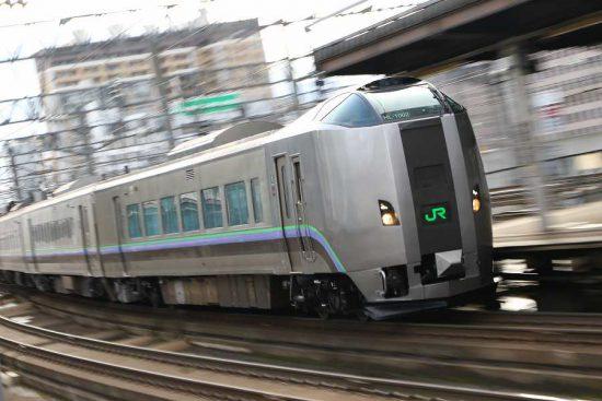 ズーム流し 電車 鉄道 札幌 789系 すずらん ホーム