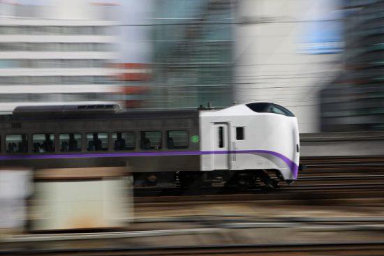 札幌駅 流し撮り キハ261系 新色