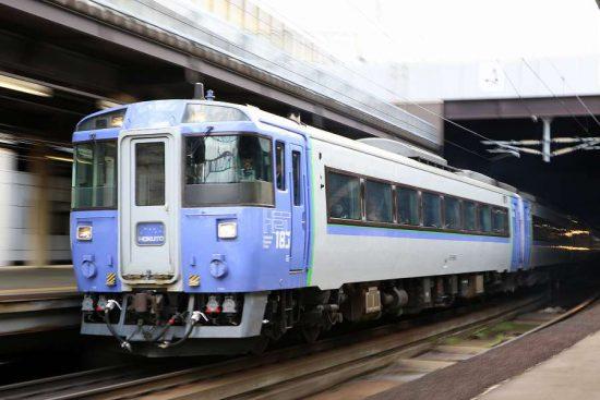 ズーム流し 流し撮り 鉄道 列車 キハ183系 北斗