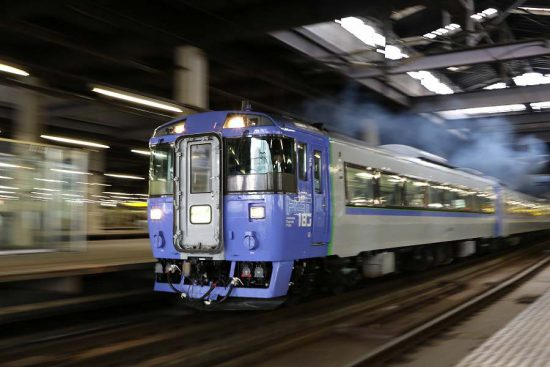ズーム流し 流し撮り 札幌駅 鉄道 列車 オホーツク