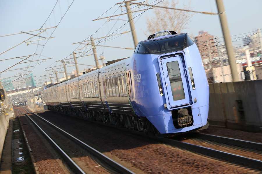 暖かくて気持ちのいい朝-いつもの列車と気になる桜の開花予想