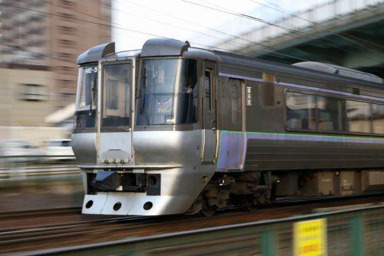 流し撮り 列車 鉄道 スーパーカムイ 785系 NE-5