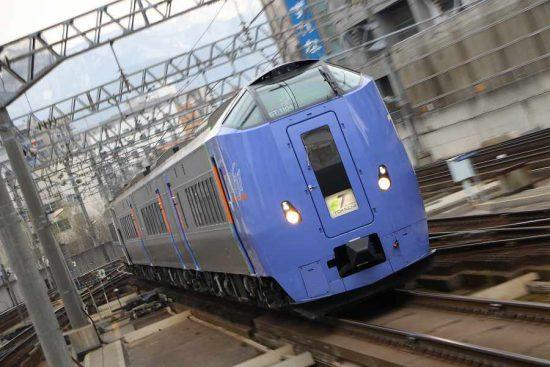 ズーム流し 流し撮り ホームライナー キハ261系1000番代 列車
