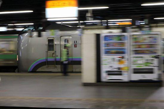 流し撮り 列車 札幌駅 構内 789系