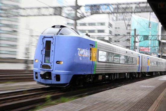 ズーム流し 流し撮り 列車 札幌駅 スーパー宗谷 キハ261系100番代
