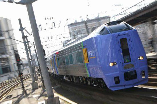 ズーム流し 流し撮り 札幌駅 列車 キハ261系