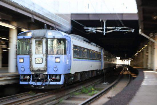 ズーム流し 列車 札幌駅 キハ183系 札幌駅