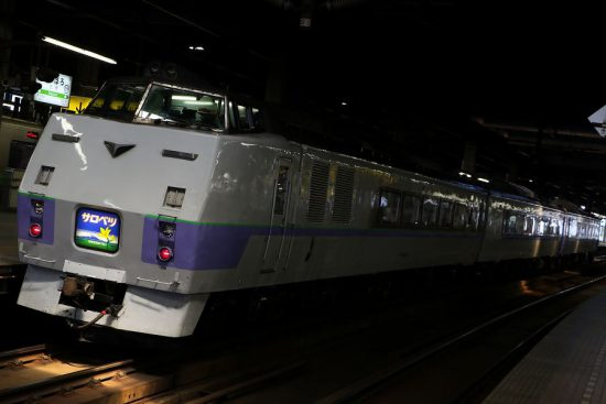 スラントノーズ サロベツ キハ183系 札幌駅 暗闇に浮かぶ