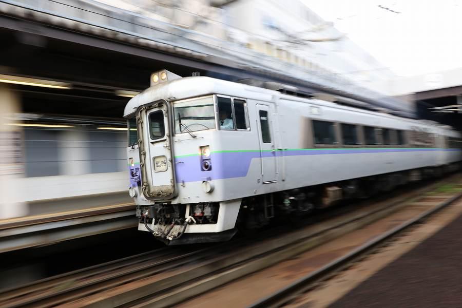 本日も団体臨時が新函館北斗駅へ-スーパーとかち1号までの時間