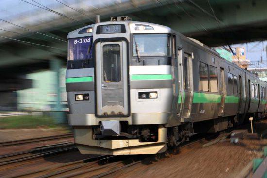ズーム流し 電車 733系 B-3104