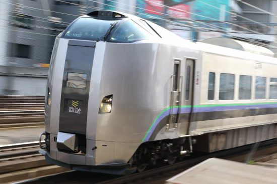 流し撮り ズーム流し 電車 列車 鉄道 札幌駅