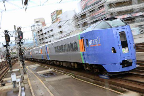 ズーム流し 流し撮り 札幌駅 列車 キハ261系1000番代