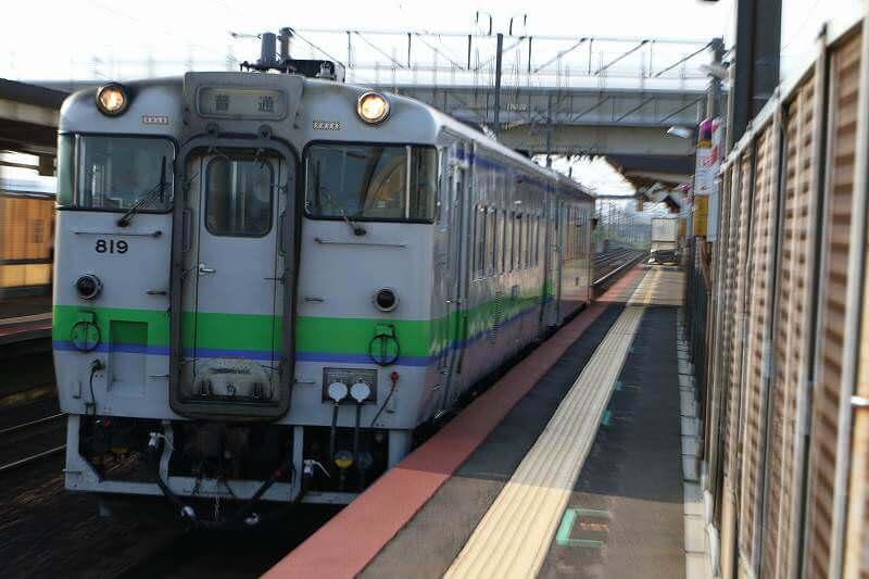 然別行き キハ40812 稲積公園駅