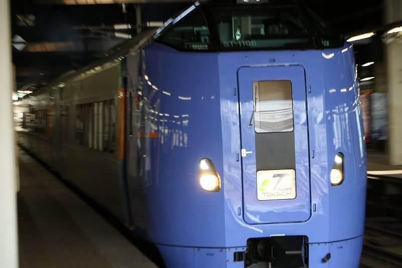 ズーム流し 列車 スーパーとかち 札幌駅